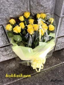 お誕生日用に黄バラ…
